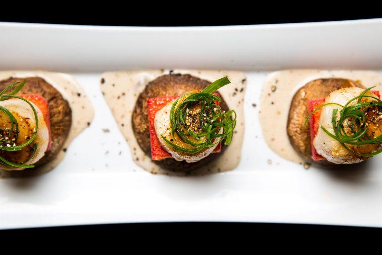 מסעדת FISH -קוקי סאן ז'אק על פולנטה סלק ופטריה - צילום מתן כץ (3)
